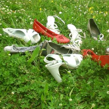 scarpe sull'erba