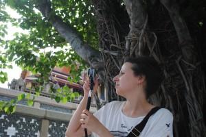 Ritratto con GoPro ed albero secolare, Bangkok