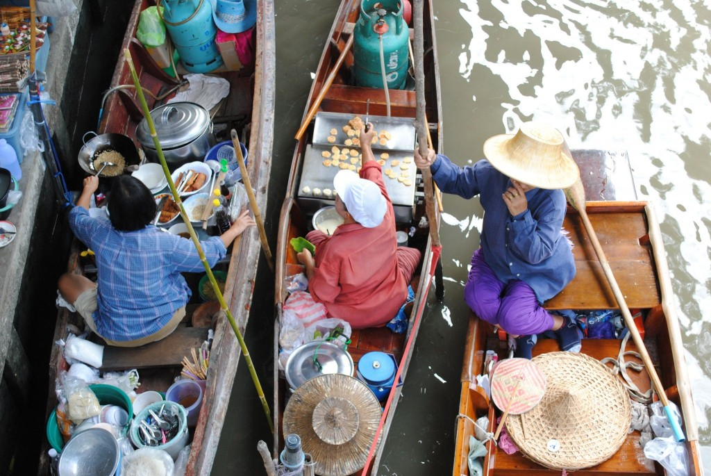 Cibo al mercato galleggiante, Thailandia