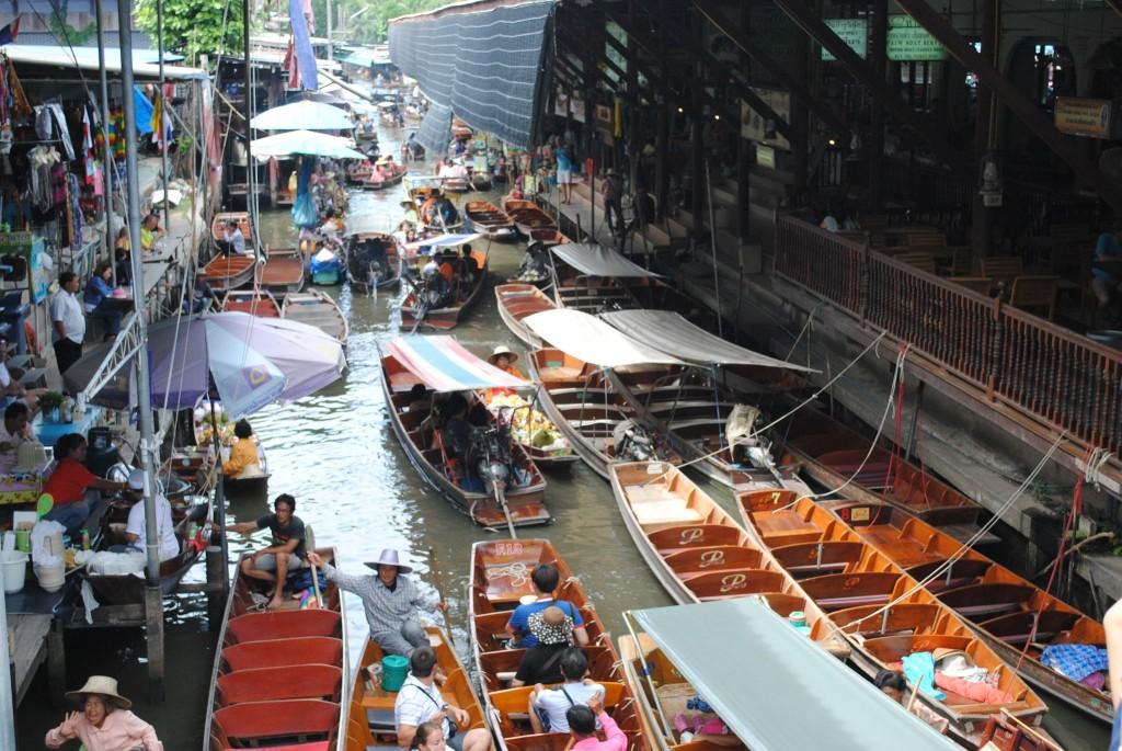 Traffico al mercato galleggiante, Thailandia