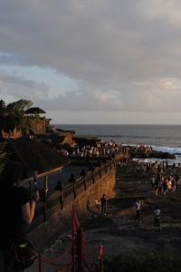Il tramonto sorprende Tanah Lot, Bali