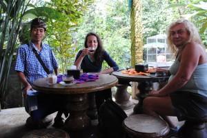 Sorseggiando amabilmente in buona compagnia, Bali