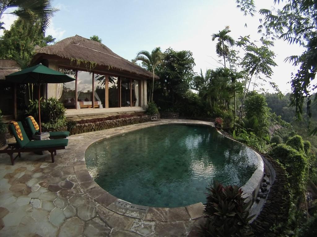 Villa con serpente e piscina